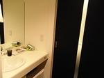 ホテルドーミーイン三島客室内洗面台.JPG