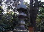 旧古河庭園内の濡鷺型灯篭.JPG