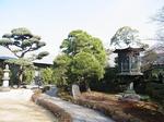 根津美術館庭園入口石塔.JPG