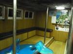 なめりかわほたるいか海上観光船船室内.JPG