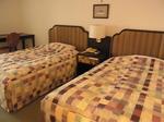 マホロバマインズ三浦ホテル客室ベッドルーム1.JPG