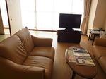 マホロバマインズ三浦ホテル客室リビング2.JPG
