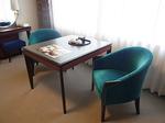 リーガロイヤルホテル広島客室内ソファーテーブル.JPG