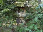 根津美術館日本庭園石塔.JPG