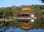 鏡湖池湖畔から眺める金閣寺2.JPG