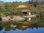 鏡湖池湖面に写る金閣寺1.JPG